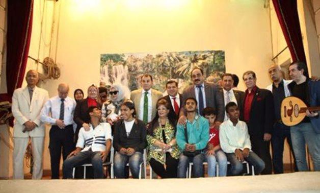 بالصور.. حاتم باشات وسفراء هيئة النوايا الحسنة فى زيارة لأحدى مدارس المكفوفين فى الأميرية