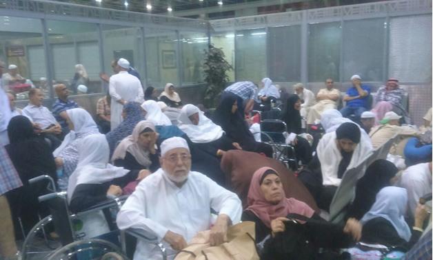 إدارة الأزمات بمطار القاهرة تنجح فى حل أزمة المعتمرين وعودة الحركة لطبيعتها