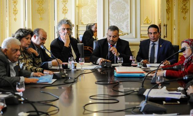 بدء اجتماع لجنة الصحة بالبرلمان مع أصحاب شركات الدواء لمناقشة التسعير العادل