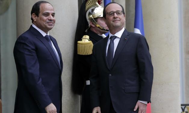 الرئاسة: أولاند شكر السيسى هاتفيا لتسليم رفات الضحايا الفرنسيين في حادث الطائرة