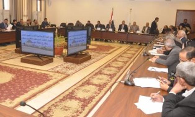 محافظ بنى سويف يضع أولوية لقطاعات الخدمات فى اللقاء الأسبوعى بحضور نواب البرلمان