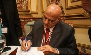 النائب فايز بركات: 25 يناير و30 يونيو جزء من التاريخ المصرى وغير مقبول استبعادهما من الكتب المدرسية