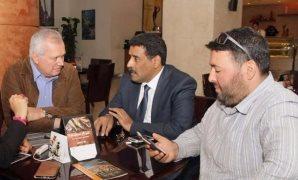 السفير محمد العرابى مع العقيد أحمد المسمارى