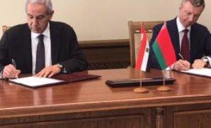 مصر وبيلاروسيا توقعان خارطة طريق لتعزيز العلاقات التجارية والاستثمارية