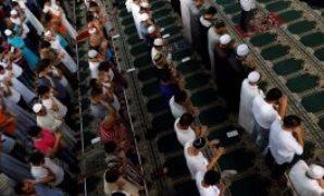 المسلمون يؤدن صلاة العيد