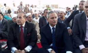 محافظ سوهاج ومدير الامن يؤديان صلاة العيد
