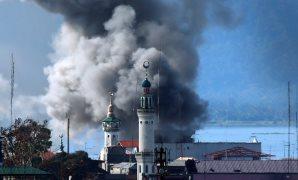 بالصور.. الطيران الفلبينى يقصف محيط مسجد بمدينة مراوى لطرد المتشددين