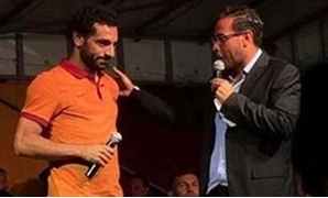 محمد صلاح مع مذيع حفل مشجعى روما