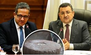 """أسامة هيكل يطالب وزير الآثار بمعلومات عن الحجر الأثرى بسوق """"الكرشة والكوارع"""" بالمحلة"""